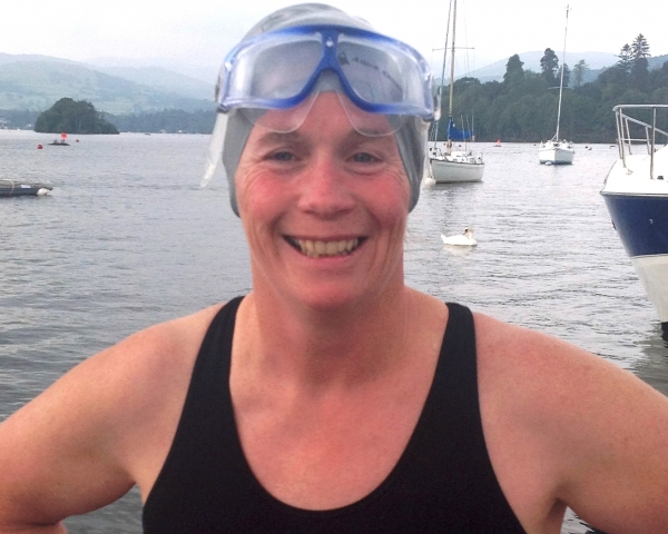 Long distance swimmer smashes more freshwater swim records